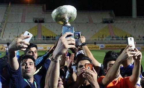 سلفی استقلال خوزستانیها با جام