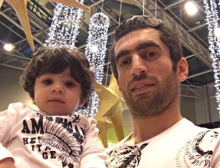 عکس ستاره استقلالی در کنار فرزندش