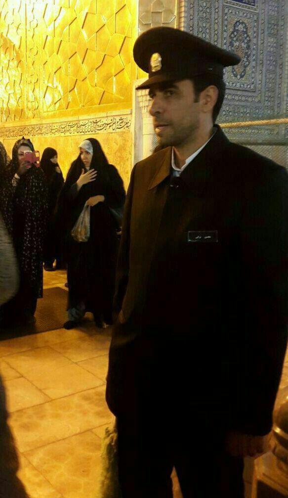محسن ترکی در لباس خادمی حرم امام رضا(ع)