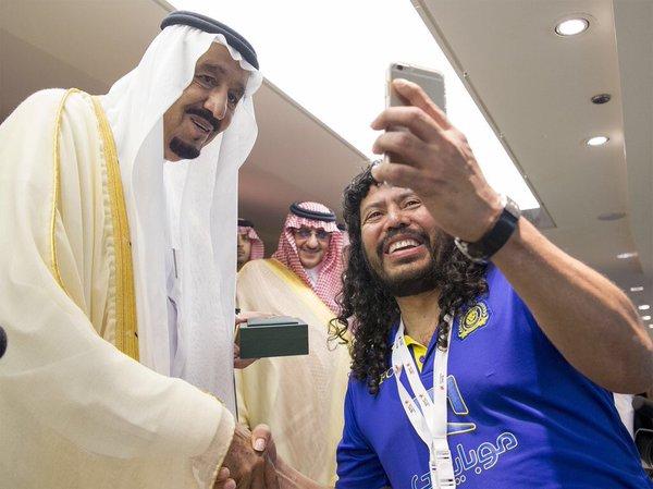 سلفی عقرب با پادشاه سعودیها