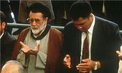 حضور محمدعلی کلی در نماز جمعه تهران در سال ۱۳۷۲
