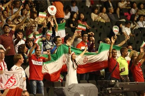 هدبند جالب هوادار زن والیبال ایران