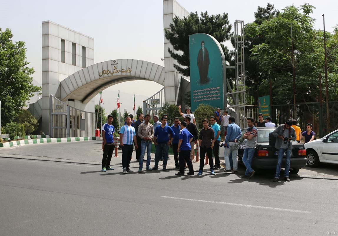 تجمع هواداران استقلال مقابل وزارت ورزش
