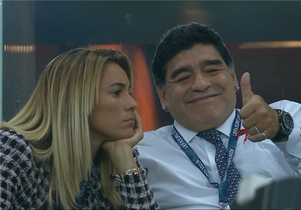 مارادونا تماشاگر بازی فرانسه در یورو 2016