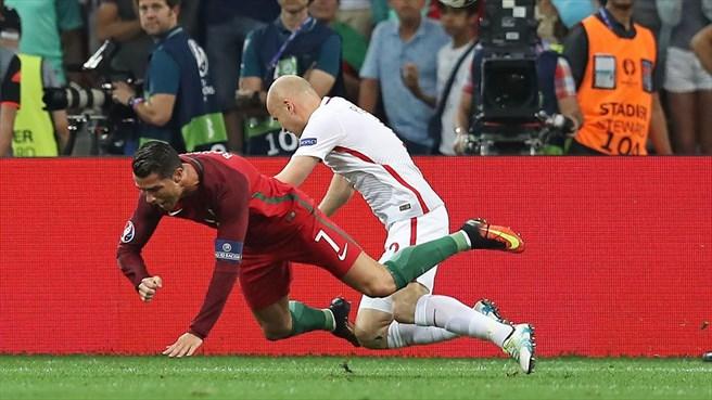 دقیقه 54 / پرتغال یک-لهستان یک/ گل زیبای همبازیان رونالدو به تلافی پنالتی سوخته روی کریس...