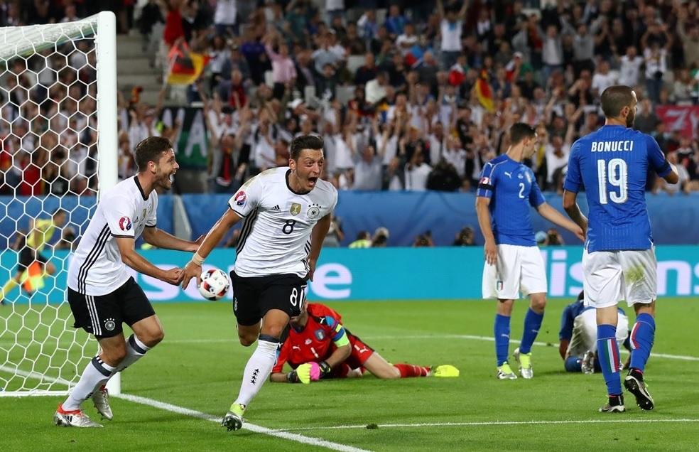 دقیقه 84 / آلمان 1 - ایتالیا 1 / لاجوردی با پنالتی به بازی و جام برگشت