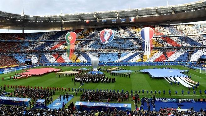 دقیقه 16 / فرانسه 0 - پرتغال 0 / دوئل گریزمان و رونالدو برای فتح یورو و توپ طلا
