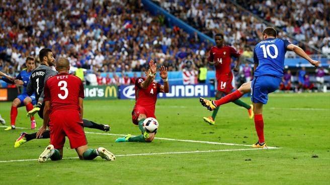 دقیقه5وقت اضافه/فرانسه0-پرتغال0/تیردروازه، فینال بدون گل را به وقت اضافه برد+تصاویر