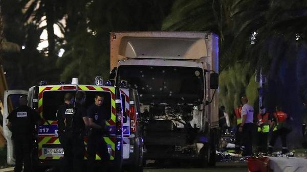بیش از ۶۰ کشته در جریان حمله یک کامیون به مردم در فرانسه
