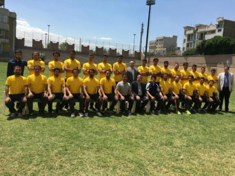 پسر رئیس هیات فوتبال تهران در کنار بازیکنان نامدار در کلاس مربیگری!