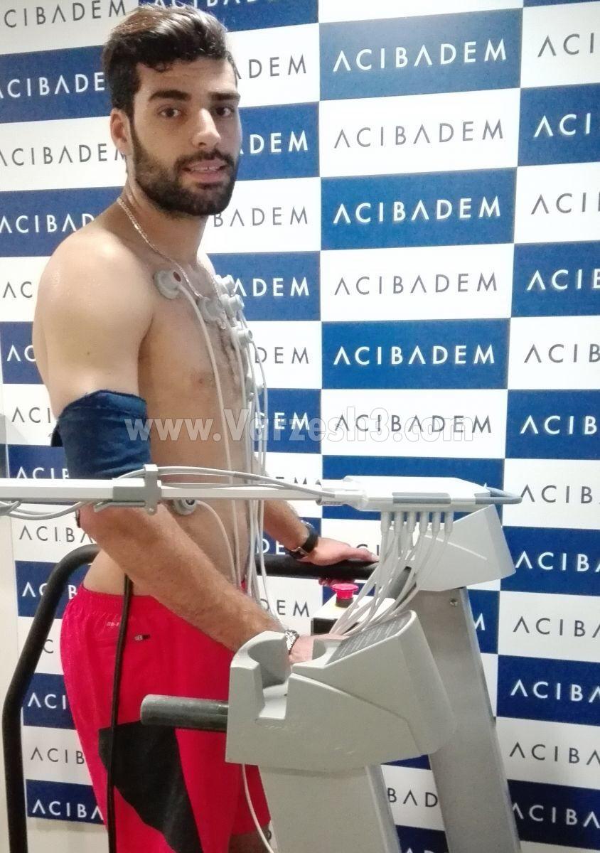 تصویر طارمی در تست پزشکی ریزه اسپور