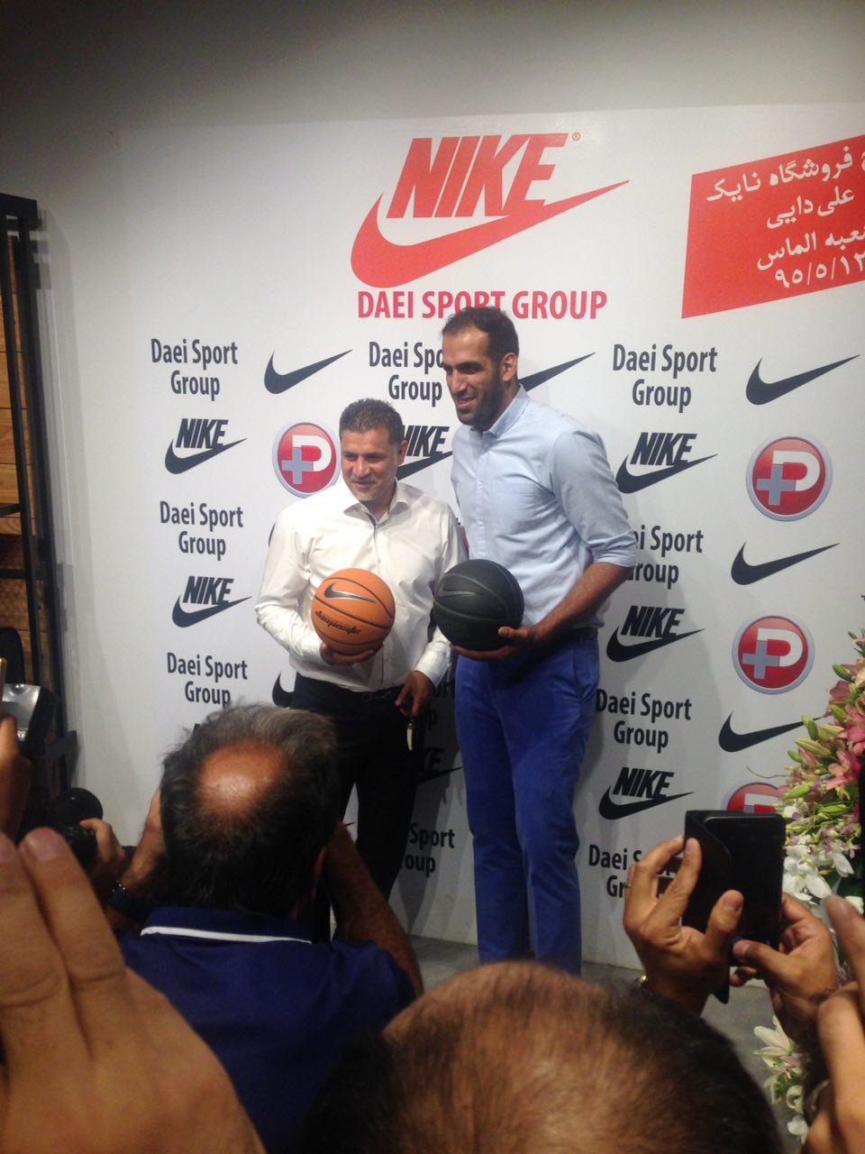 ستاره بسکتبال در افتتاحیه فروشگاه جدید دایی