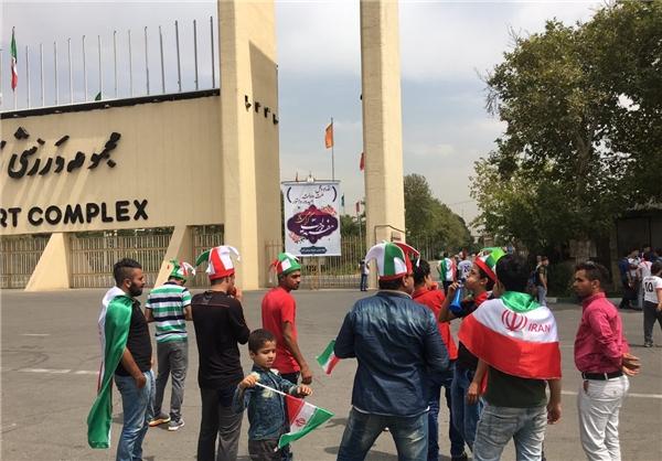 حضور تماشاگران در آزادی در فاصله 7 ساعت تا بازی با قطر