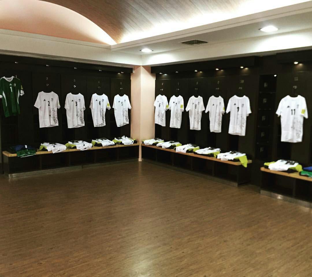 نمایی از رختکن تیم ملی قبل از بازی با قطر