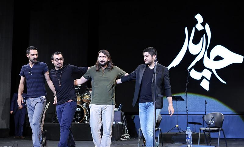 جنجال بر سر پیششرط «چارتار» برای عکس یادگاری در خارج از ایران