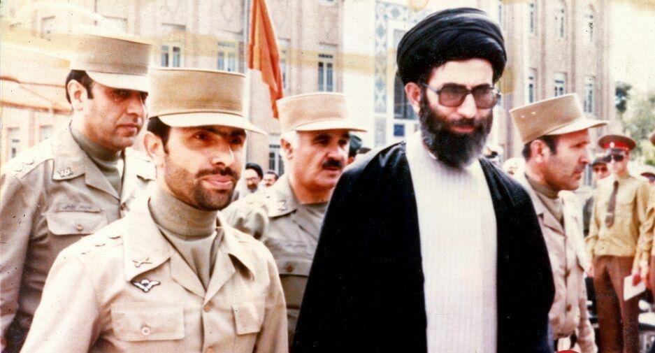 تصویری متفاوت از رهبری در کنار شهید صیاد شیرازی - تابناک | TABNAK