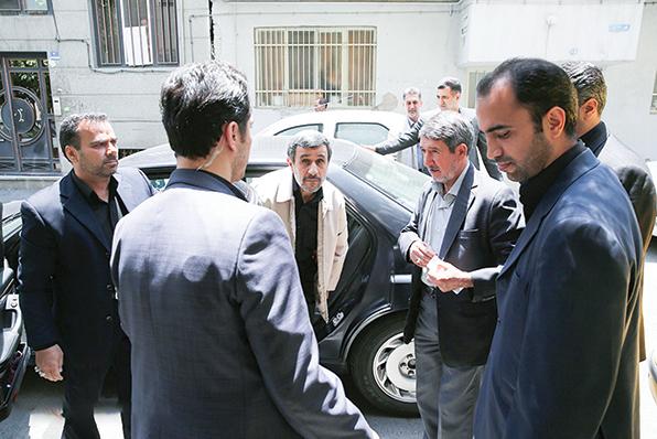 واکنش سرد روزنامه ها به نامه احمدی نژاد به رهبر انقلاب/