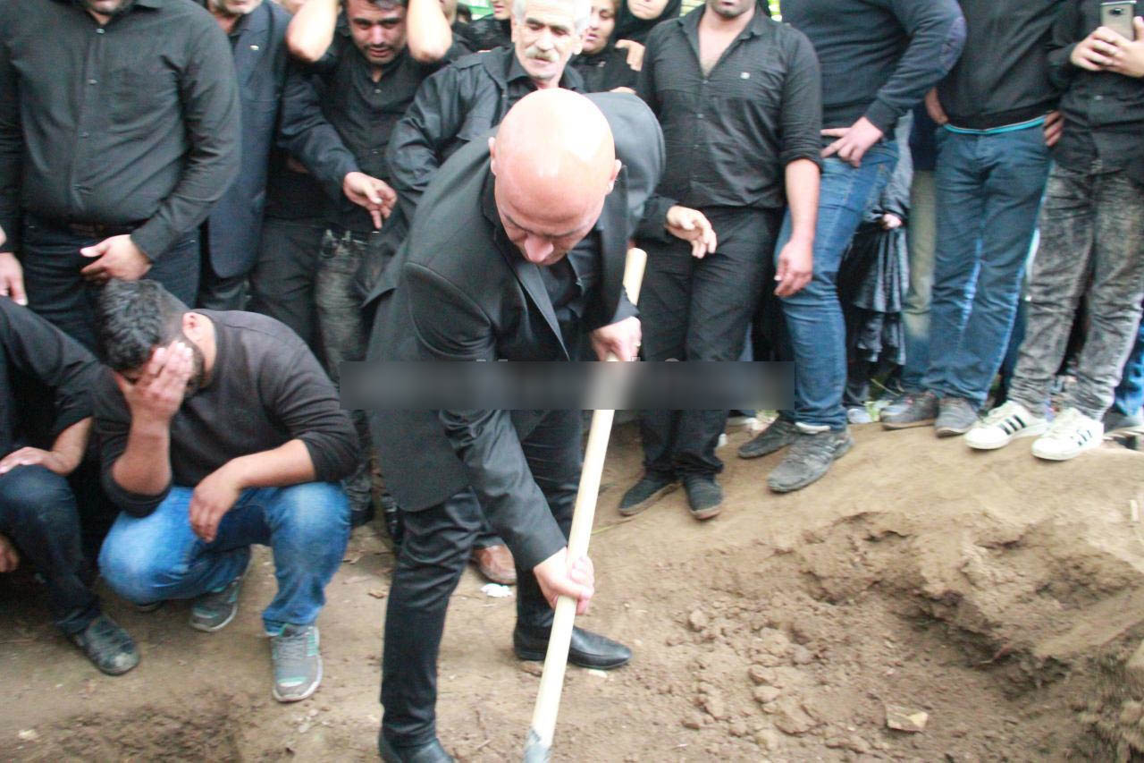 تصاویر دردناک از خاکسپاری پدر ابراهیمی