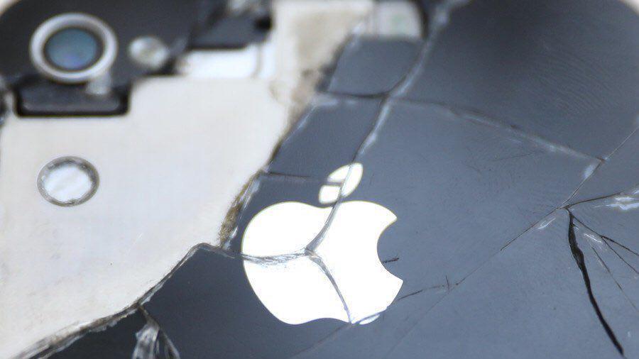 آیفون یقه ی شرکت اپل را گرفت!