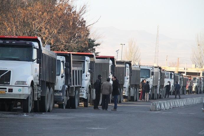 از اعتراض کامیون داران به اشکالات سیستم حمل و نقل تا حکم زندان برای معترضان