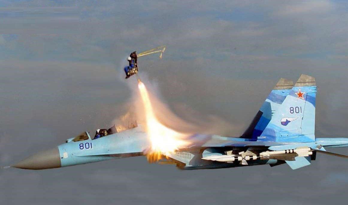 ایجکت خلبان جنگنده بخاطر پول!
