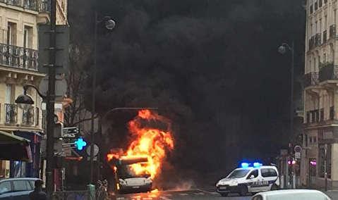 آتش سوزی مهیب اتوبوس در پاریس