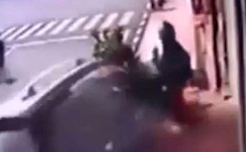 حمله خودرو شاسیبلند به عابران پیاده
