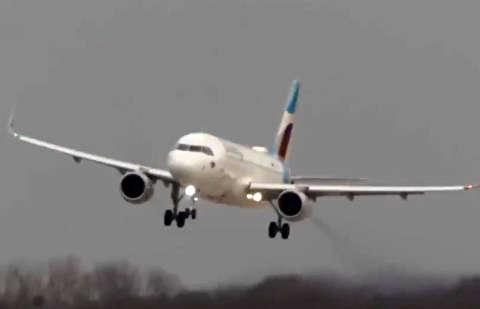 فرود دلهرهآور هواپیماها در آلمان