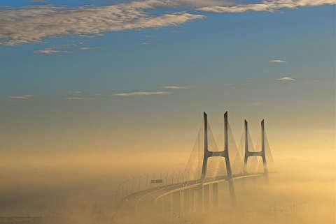 پل واسکو دو گاما از نمای نزدیک