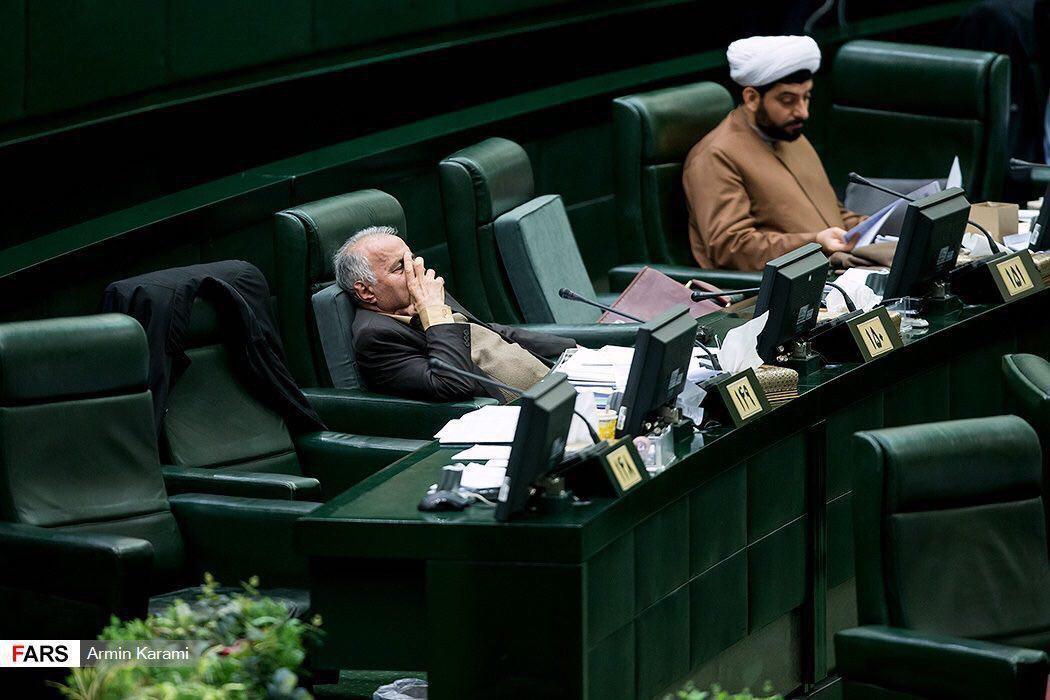 خواب خوش نماینده آشوریان در صحن علنی مجلس