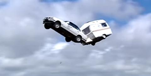 رکورد جهانی پرش با خودرو کاروان