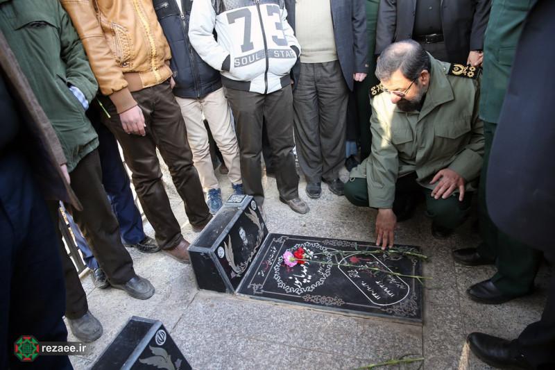 حضور محسن رضایی در گلزار شهدای نیشابور