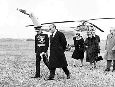خلبانی هلیکوپتر توسط محمدرضا پهلوی