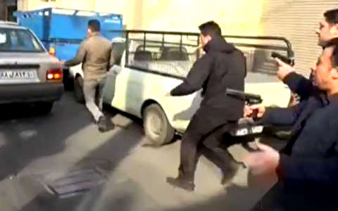 لحظات درگیری مسلحانه با باند سارقان