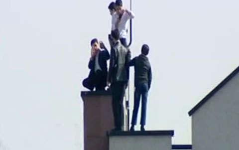 سلفی خطرناک در حاشیه راهپیمایی ۲۲ بهمن