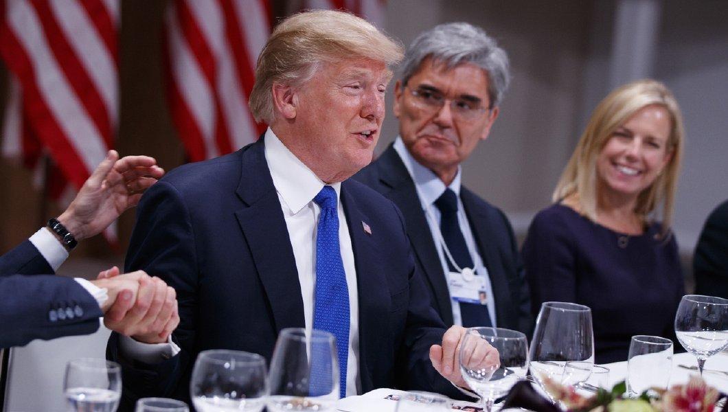 رئیس توتال سر میز شام به ترامپ چه گفت؟