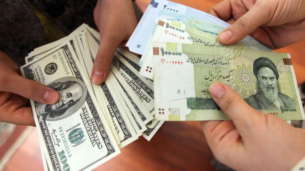 جدیدترین نرخ دلار آمریکا، یورو و درهم امارات در بازار آزاد و سنا؛ سهشنبه 24 بهمن 96/ دلار مبادلهای 3700 تومان و حوالهای 5 هزار تومان را رد کرد/ دلار نقدی به یک قدمی 5 هزار تومان رسید