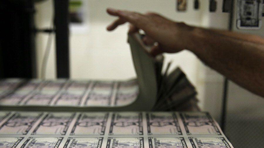 سقوط ارزش دلار پس از اظهارات وزیر خزانه داری آمریکا در اجلاس اقتصادی داووس