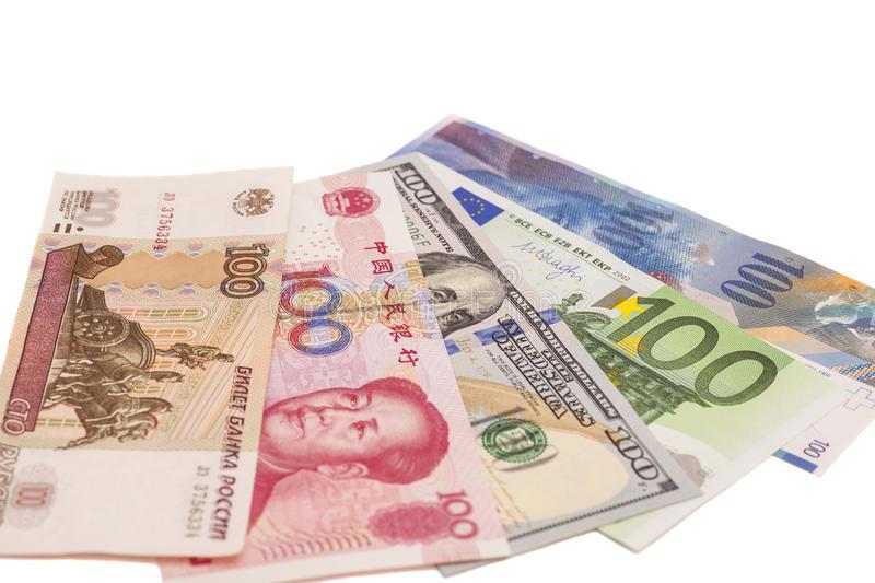جدیدترین نرخ سه گانه دلار آمریکا، یورو و یوآن چین در بازار ارز؛ یکشنبه ۱۳ اسفند ۹