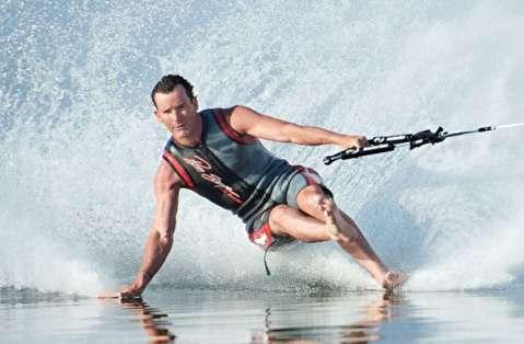 اسکی روی آب با پای برهنه