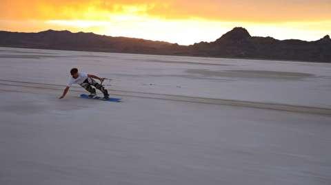 هیجان اسنو برد روی دریاچه نمک