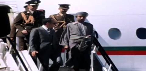 ملاقات محمدرضا پهلوی از نیروهای نظامی مستقر در عمان