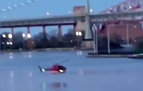 لحظات سقوط هلیکوپتر در نیویورک