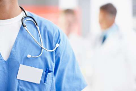 چه لباسی زیر لباس پزشکی بپوشیم؟