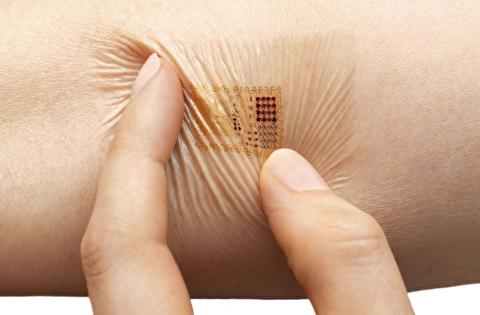 پوست الکترونیکی که علائم حیاتی را نشان میدهد