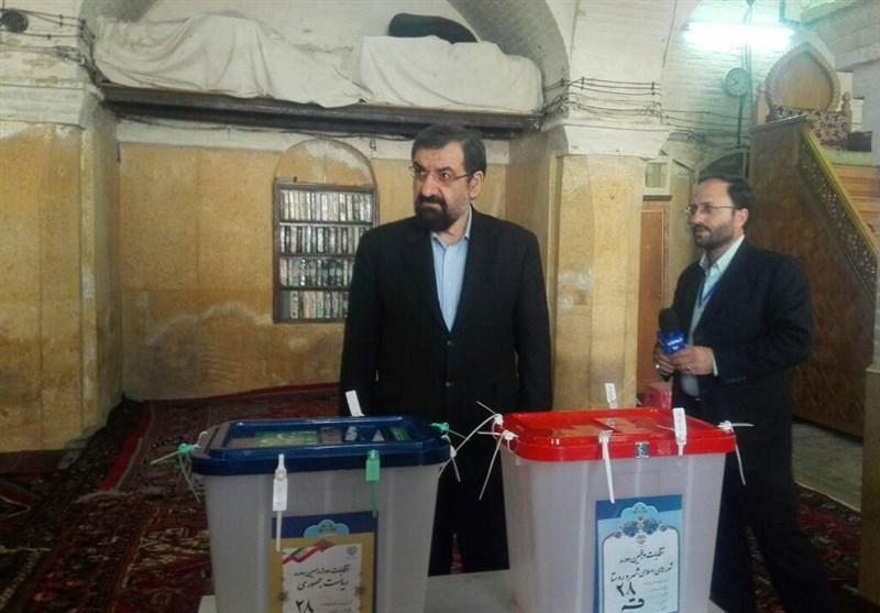 آغاز انتخابات 96/ وزیر کشور: همه نامزدها میتوانند از ستاد انتخابات بازدید کنند/حضور چهرهای سیاسی پای صندوق ها+تصاویر