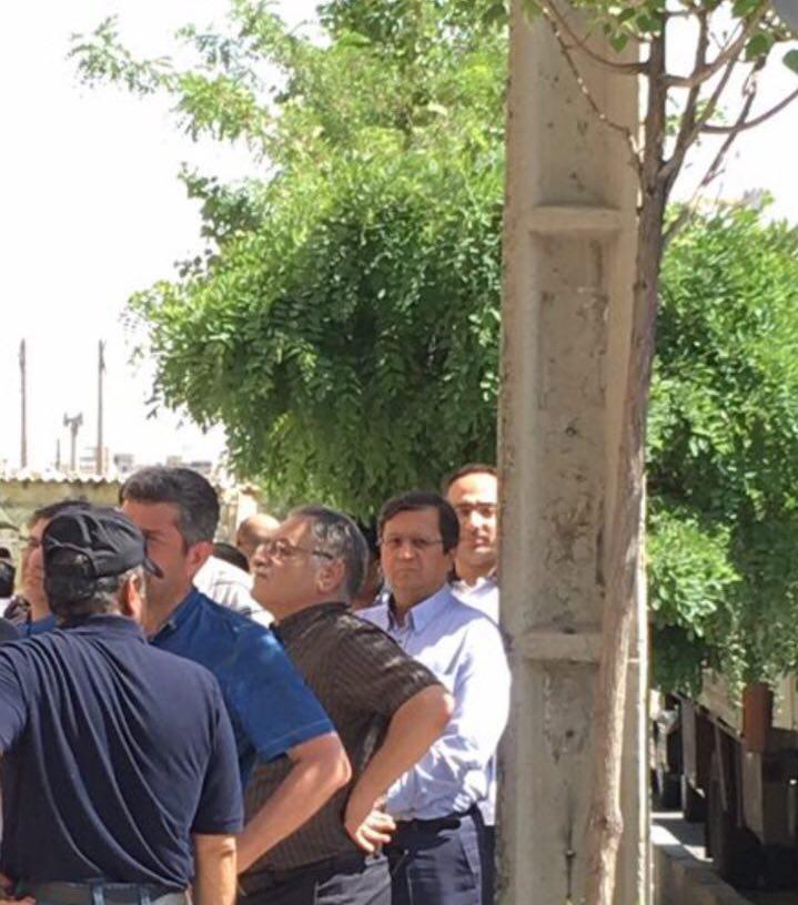 رئیس کل بیمه مرکزی در صف انتخابات + عکس
