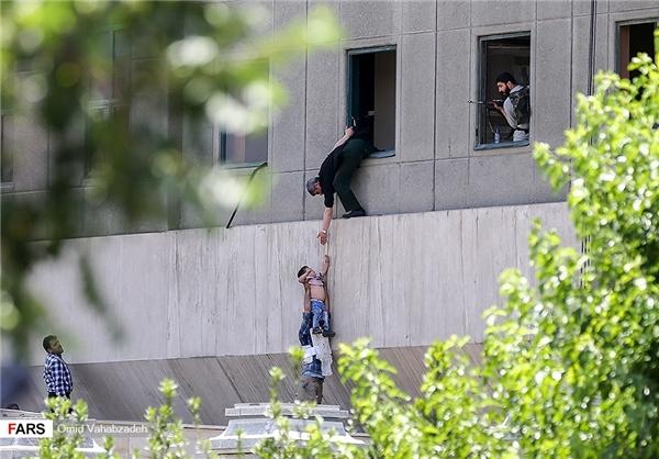 حمله تروریستی به مجلس جان 18 تن را ربود اما به «عماد» جان داد!