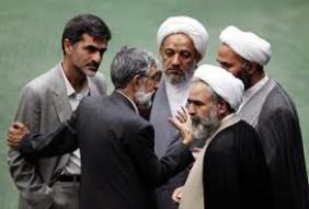 بازی دو سر بُرد احمدی نژاد با اصولگرایان: تحمیل هزینه؛ بردن منفعت!