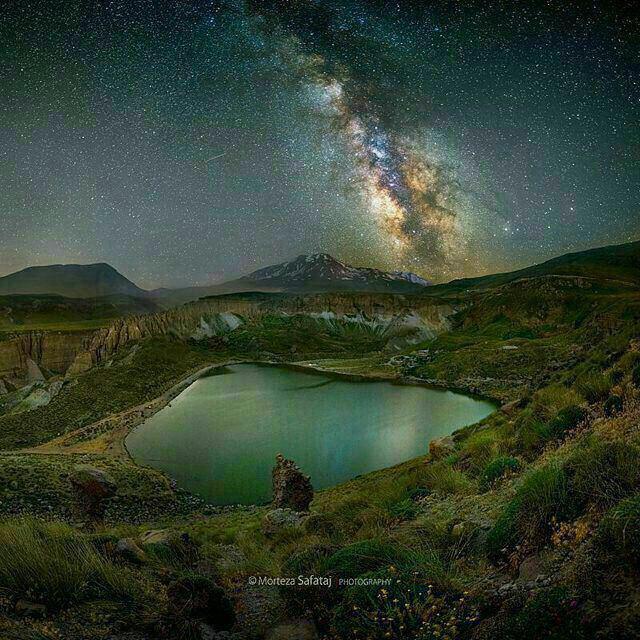 کهکشان راه شیری بر فراز دریاچه سبلان